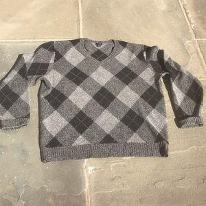 Men's J. Crew V-neck Sweater. Size L